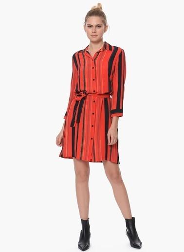 Que Elbise Kırmızı